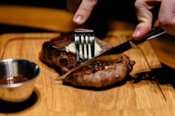 چند توصیه برای کاهش اثرات منفی گوشت قرمز