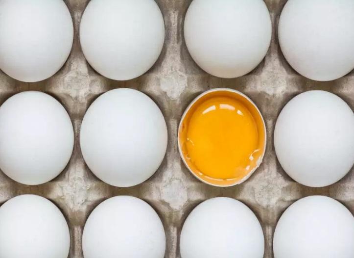 زرده تخم مرغ چگونه می تواند به زیبایی و تغذیه مو کمک کند؟