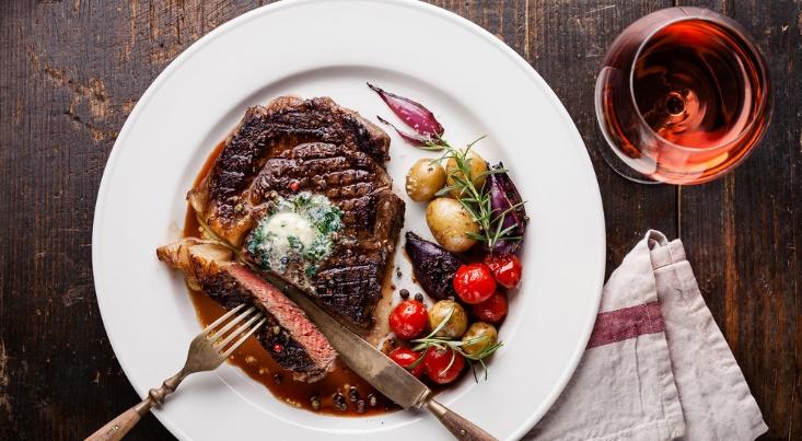 12 دلیل عالی برای قرار دادن مرغ و گوشت در رژیم متعادل