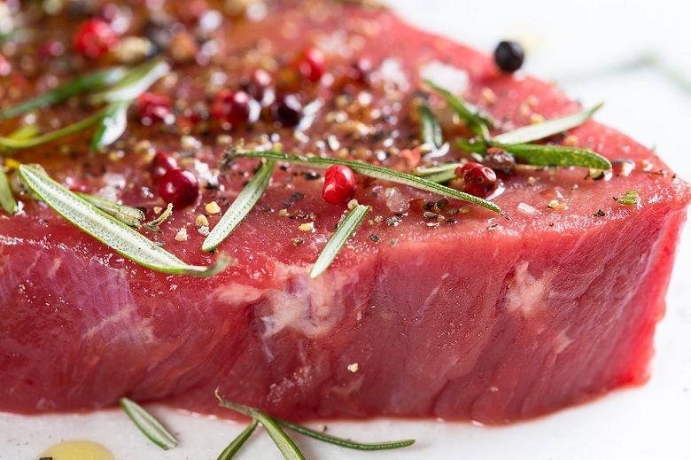 نوزادان از چه زمانی می توانند گوشت بخورند؟